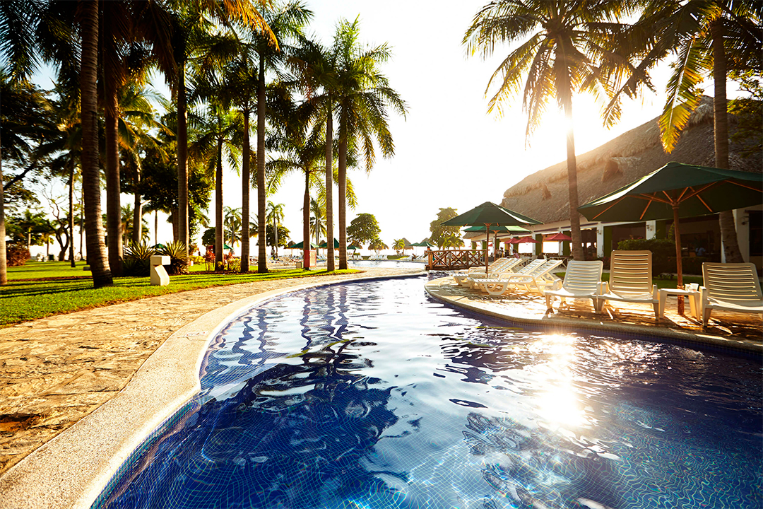 Piscina Royal Decameron El Salvador